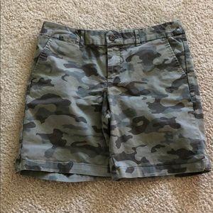 Gap Camo Women's Shorts Size 2